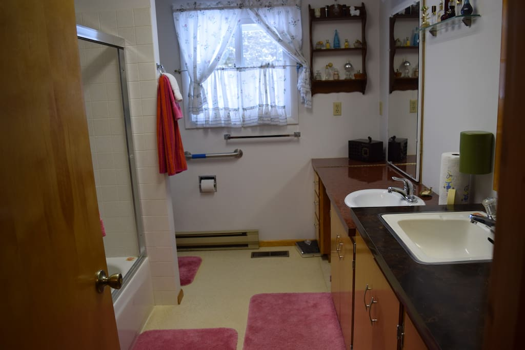 Private bathroom with bathtub for Room 1