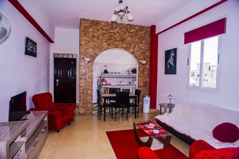 Sala de estar, zona de comedor y cocina