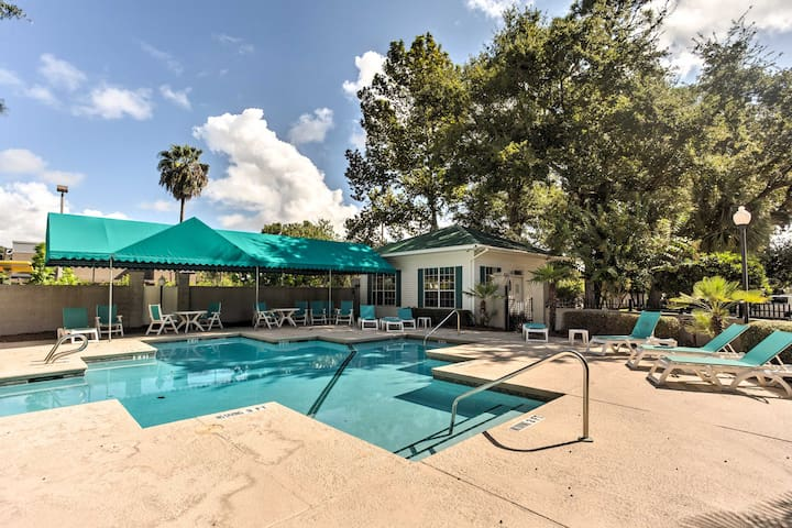 Chic St. Simons Townhome w/ Patio + Pool Access!