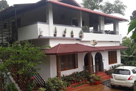 Cosy Homestay in Coorg (with all meals) - Kodagu - Banglo