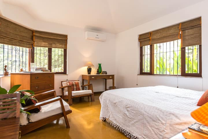 Private Room in Charming Bungalow with Garden (GF)