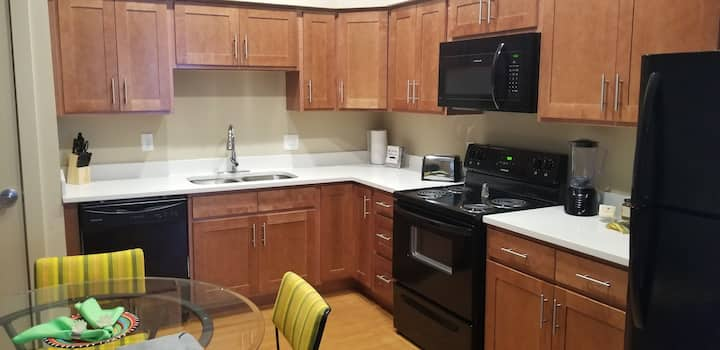 Midtown 2Bed/2Bath ❊ Near CCF & Downtown ❊ Parking