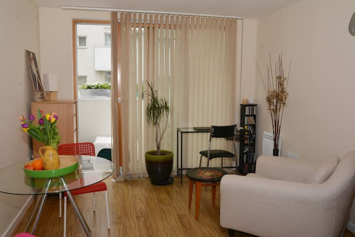 Chic one bed,great transport links,concierge - Barking