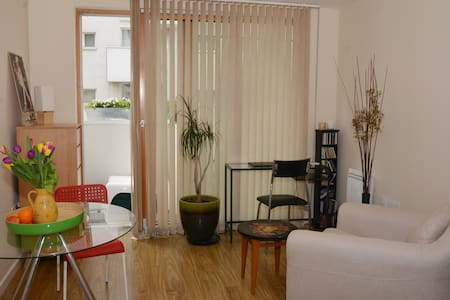Chic one bed,great transport links,concierge - Barking - Huoneisto