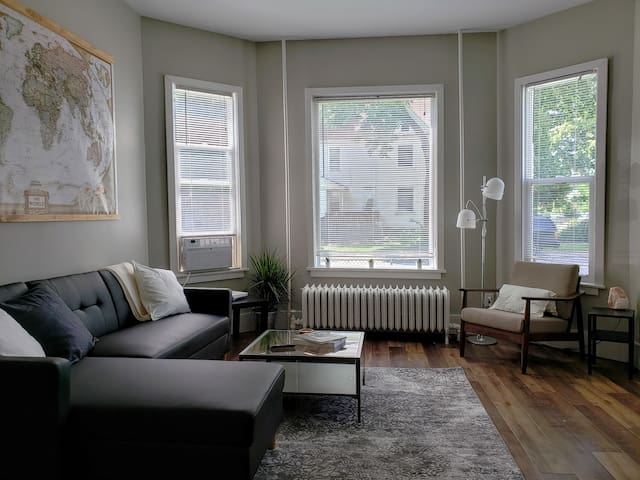 Bright and Sunny!  2 Bedrooms in NE Mpls