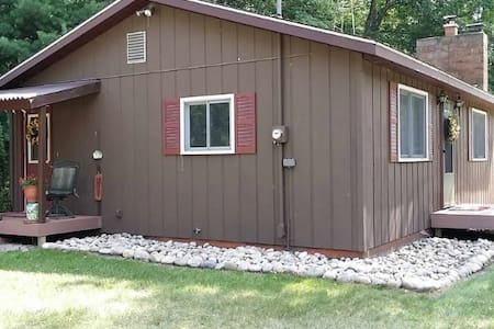 KP Vista Cottage-3 bedrooms, 2 baths--across from KP Lake in Grayling - Grayling
