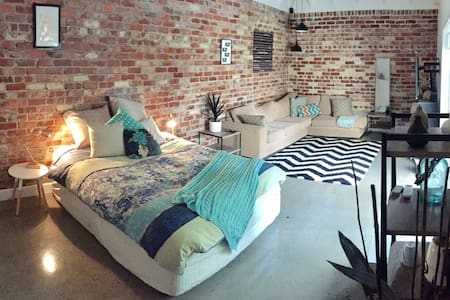 Stunning large studio room/ensuite - golf precinct - Cheltenham