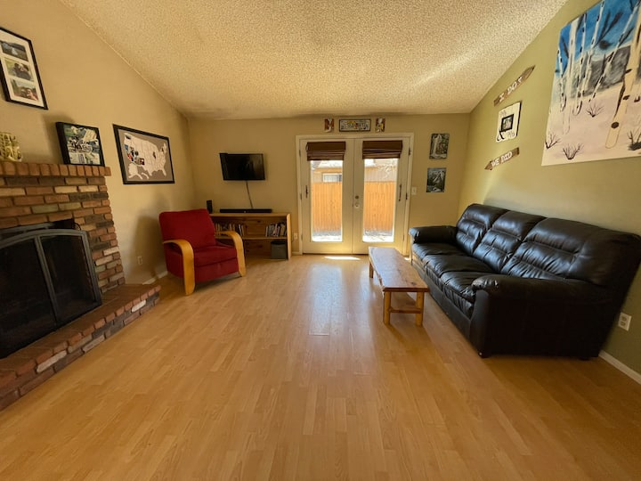 Centrally located, 2 bedroom townhome!