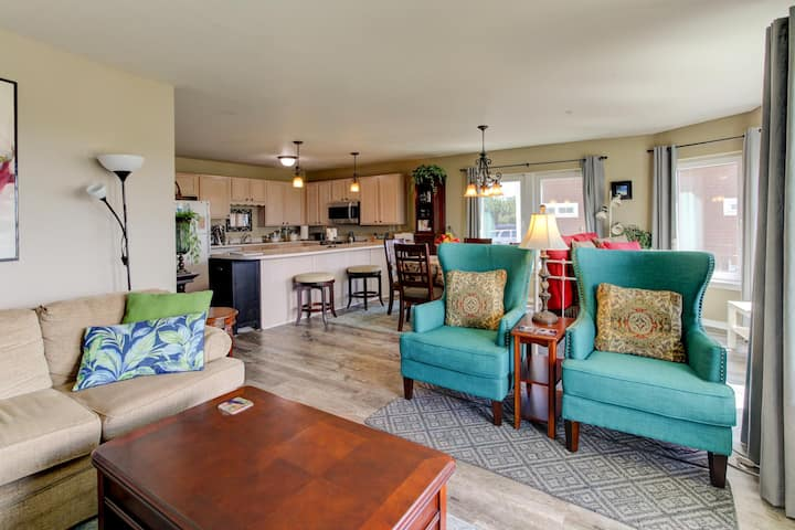 Coastal Retreat - oceanfront elegance for you and your dog!