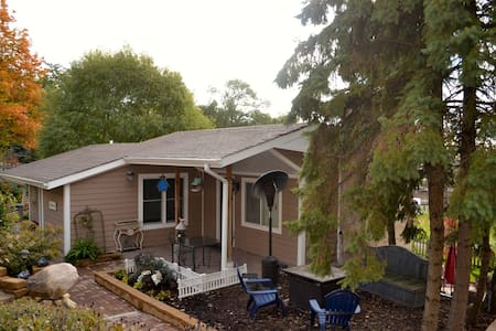 Cozy Cottage Minutes from Downtown Chicago
