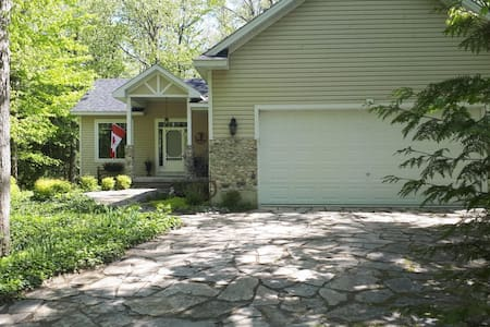 Lake Time Cottage - (4 Bdrms in Southcott Pines)