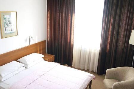 Hotel Grand Sarajevo - Superior Single Room - Sarajevo - Bed & Breakfast