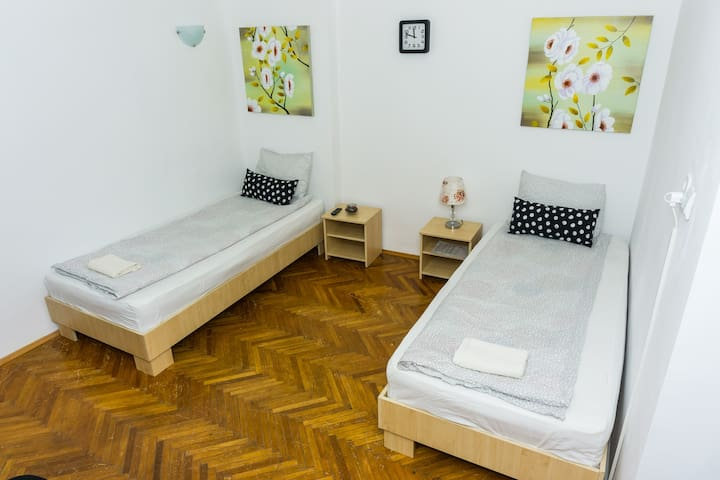 OLD TOWN SMART TWIN ROOM NR 2 & LOCK-BOX CHECK IN
