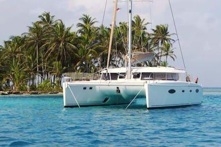 LAST MINUTE DISCOUNT!  48' Yacht - Loď