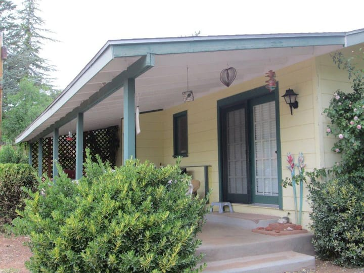 Charming UPTOWN SEDONA Cottage