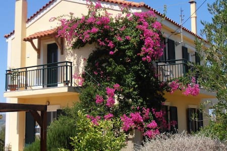 Villa with stunning views next to an olive grove. - Kouvalata