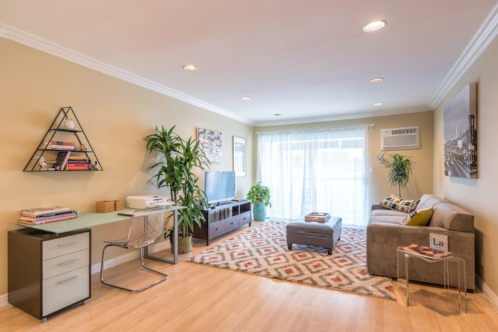 Fab, secure condo with a sparkling pool view - Los Angeles - Appartement en résidence