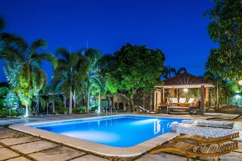 UMA Private VILLA with Pool, Garden and Pavilion