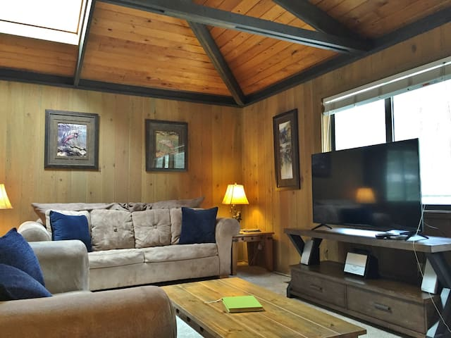 4th nt FREE in SPRING! Cozy Home Close to Village & SHARC Passes, Hot Tub, Bikes - Sunriver - Haus
