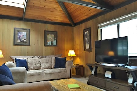 4th nt FREE in SPRING! Cozy Home Close to Village & SHARC Passes, Hot Tub, Bikes - Sunriver - 独立屋