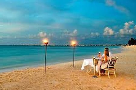 CAYMAN CHALET- BY THE SHORES