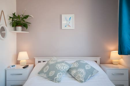 Double/Twin/King Ensuite Rooms in lovely B&B - Essex - Inap sarapan