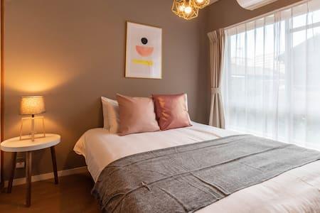 Bedroom(1 double bed).