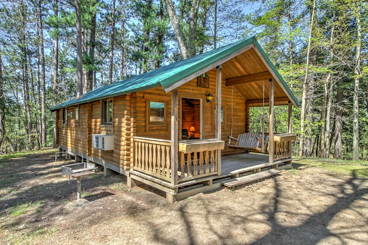 NEW! 2BR Wisconsin Dells 8-Sleeper Chalet