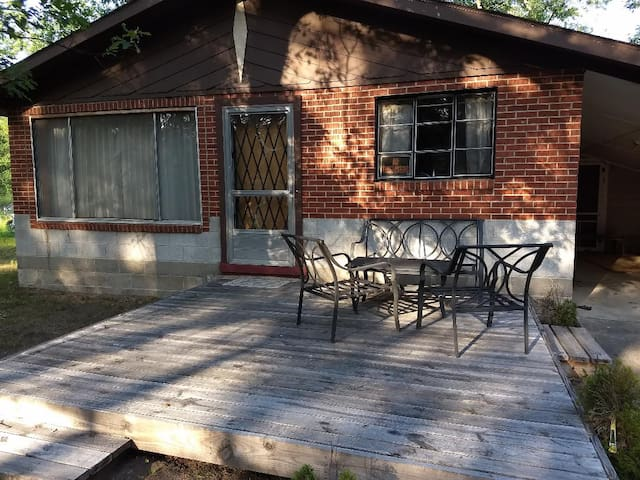 Charming Cottage in Quiet Area Near Paradise Lake