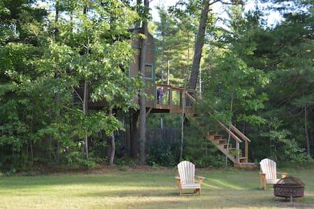 Treehouse getaway - Wells