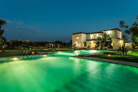 Chambre Villa 6500m² + Piscine Navettes Gratuites - マラケシュ - 別荘