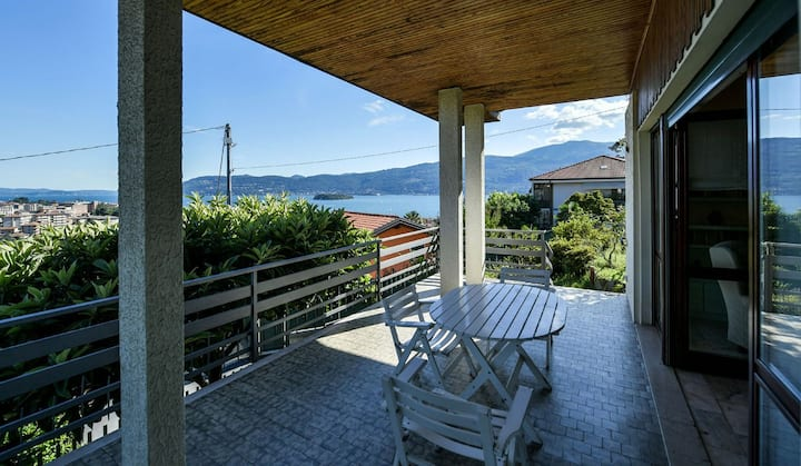 Villa with panoramic view on Lake Maggiore