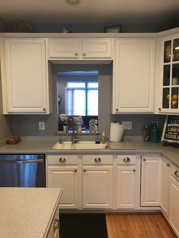 Cozy, comfy & clean!! 10 miles from Annapolis - Odenton - 타운하우스