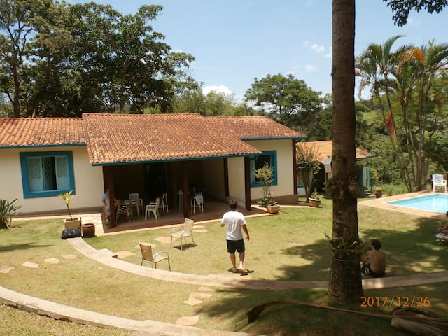 Sitio na Serra da Moeda /  Inhotim   MG