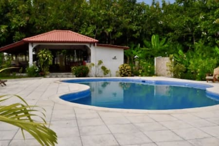 Zoey's Place- 2 Bedroom/3beds - San Ignacio - Huis