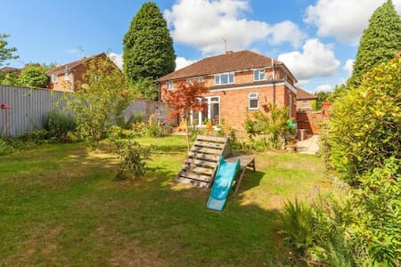 Light and spacious family home Berkhamsted - Berkhamsted