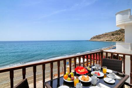 Myrtos Mare Suites - Seafront Maisonette - Neos Mirtos