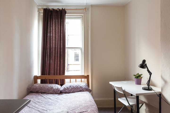 5. Private room with Double bed for 2ppl, Soho
