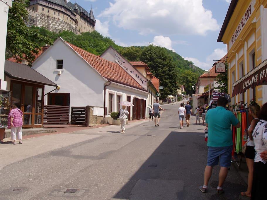 S výhledem na hrad