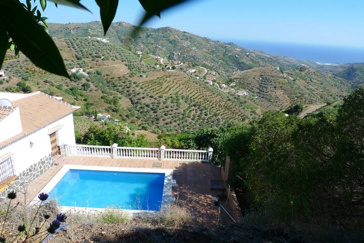House with 3 bedrooms in Cómpeta, with wonderful sea view, private pool, furnished garden - 18 km from the beach