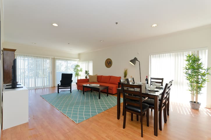 Stunning and Spacious Sunset Strip - Heart of LA!!