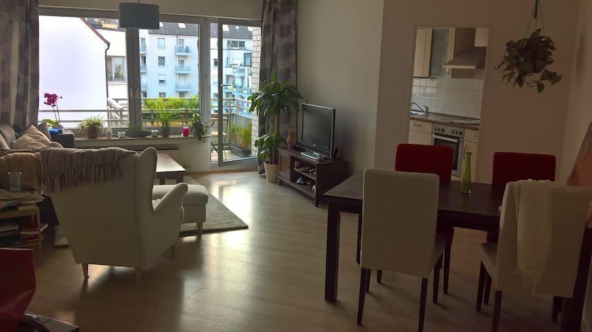 64m² flat with balcony - Köln - Apartment
