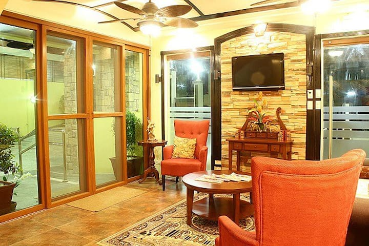 LBH Tagaytay- Deluxe Room-Holiday Promo w/ BF (B)