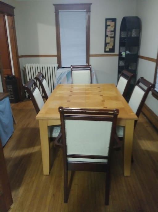 Sit 6 family dining room