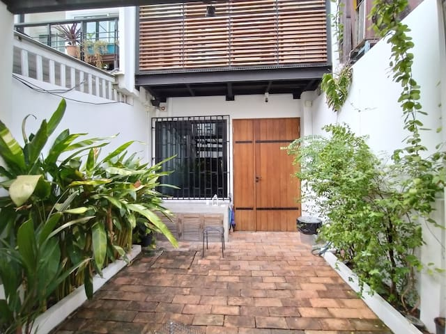 Splendid Wooden Home in Ekamai/Thonglor w/ Rooftop