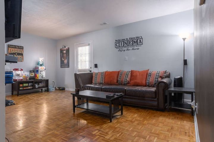 ★Cinema Themed Getaway Close to Downtown★ - Durham - Apartment