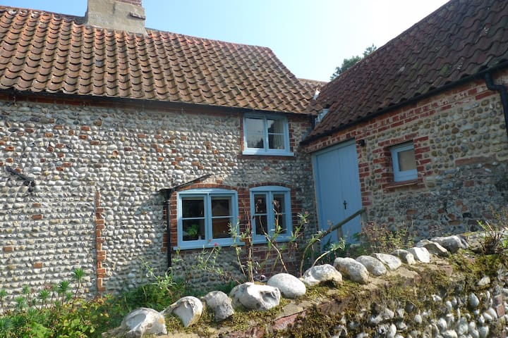 Charming sunny room in 18th cottage - Cley - Bed & Breakfast