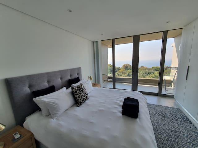 Main Bedroom (1 King Bed)