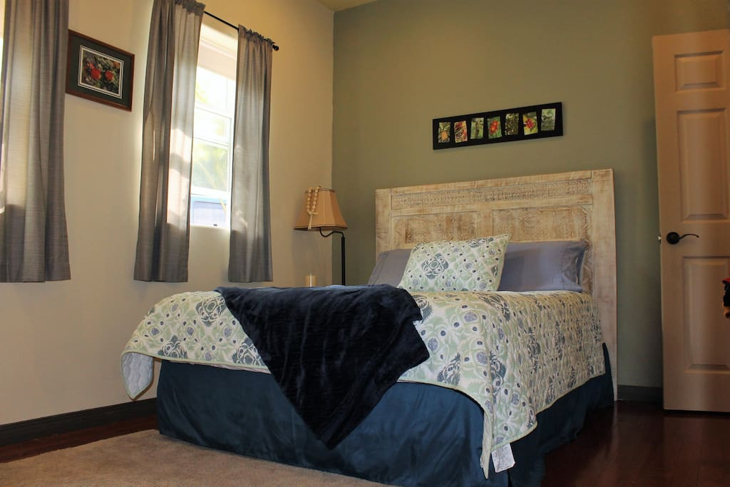 Room darkening and heat blocking curtains for your comfort.