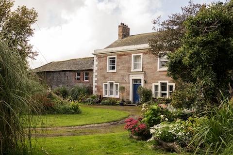 Raise Lodge Farmhouse